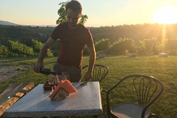 Tijdens sunset genieten van een Sagrantino di Montefalco Passito DOCG.