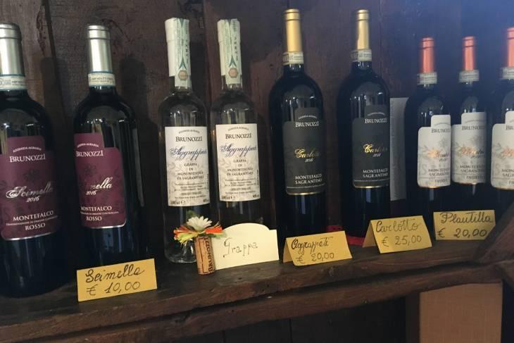 Wijnproeven tijdens een enosafari in Montefalco Umbrië.