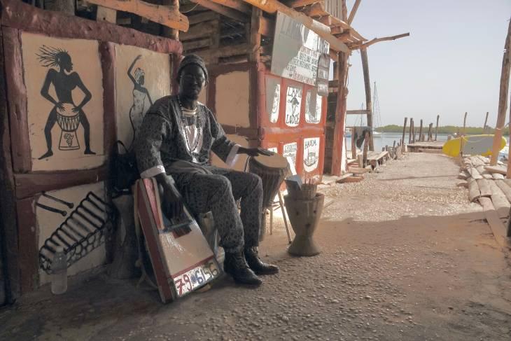 Gambia RonReizen muzikant