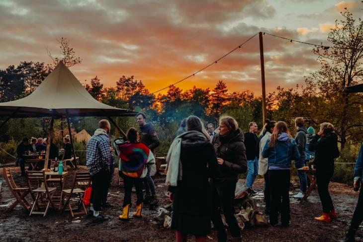 Kampvuur bij Glamp Outdoor Camp - RonReizen