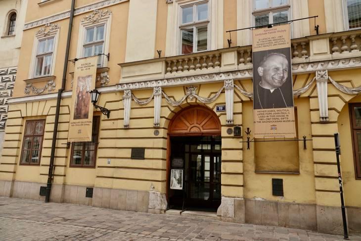 Paus Johannes Paulus II wordt in Krakau nog immer geëerd.