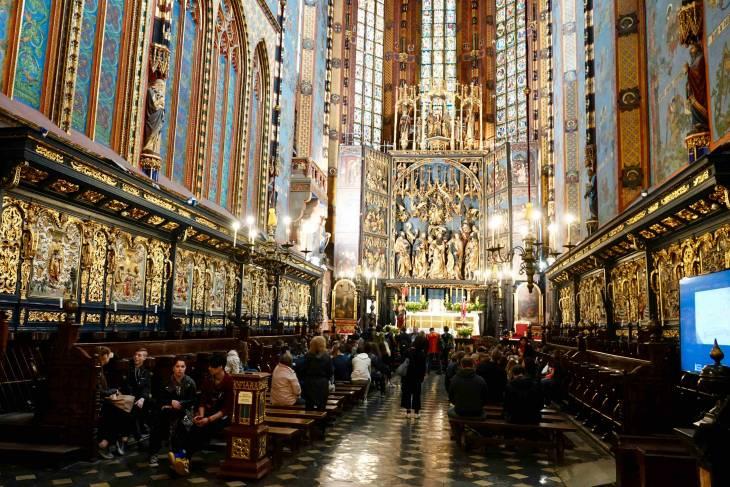 Het rijk gedecoreerde interieur van de Mariakerk.