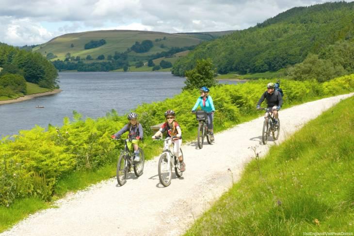 De fietsroute langs de Derwent is niet al te moeilijk.