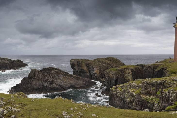 Vuurtoren Butt of Lewis aan de ruige Schotse kust.