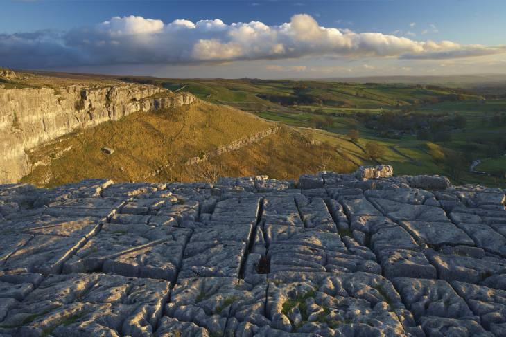 Kalksteenplateus in de dales.