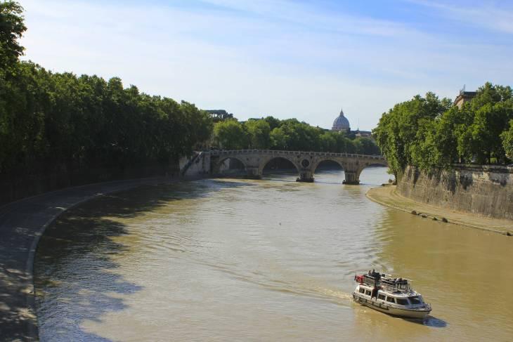 Langs de Tiber kun je heerlijk slenteren.