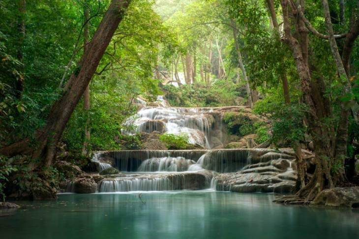 De Erawan watervallen in Kanchanaburi