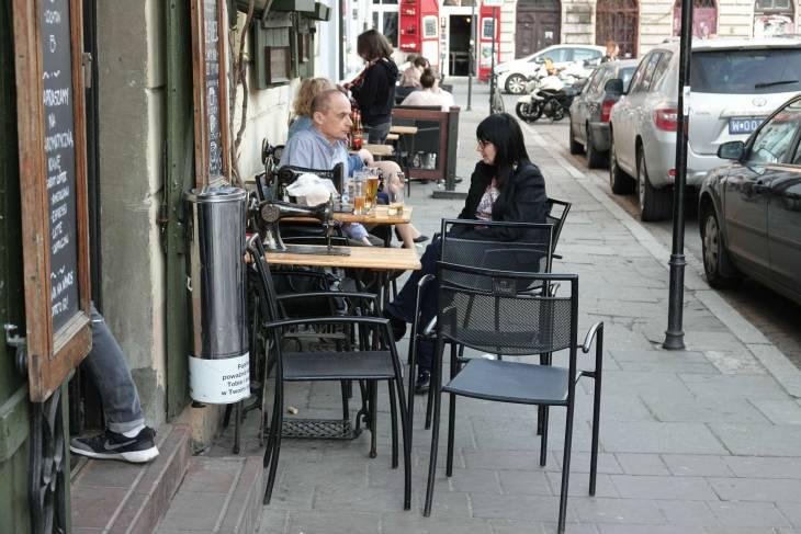 Singer naaimachines op tafel...
