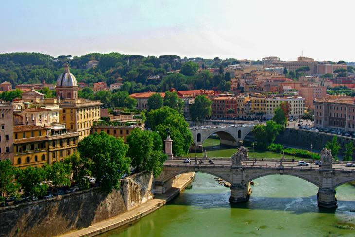 Zicht op de populaire wijk Trastevere aan de Tiber.