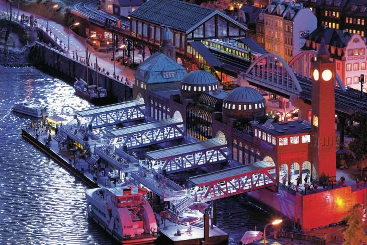HafenCity is een moderne waterwijk dicht bij de binnenstad.