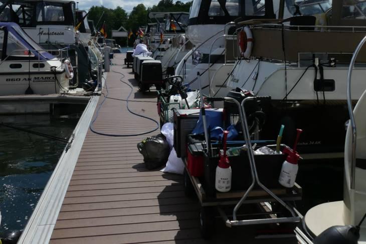 Alle boten krijgen een grondige servicebeurt voor vertrek.