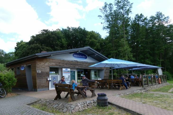 Een van de typerende restaurantjes waar je heerlijke broodjes (gerookte) vis kan eten.