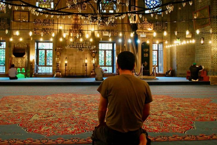 Bidden in de moskee.
