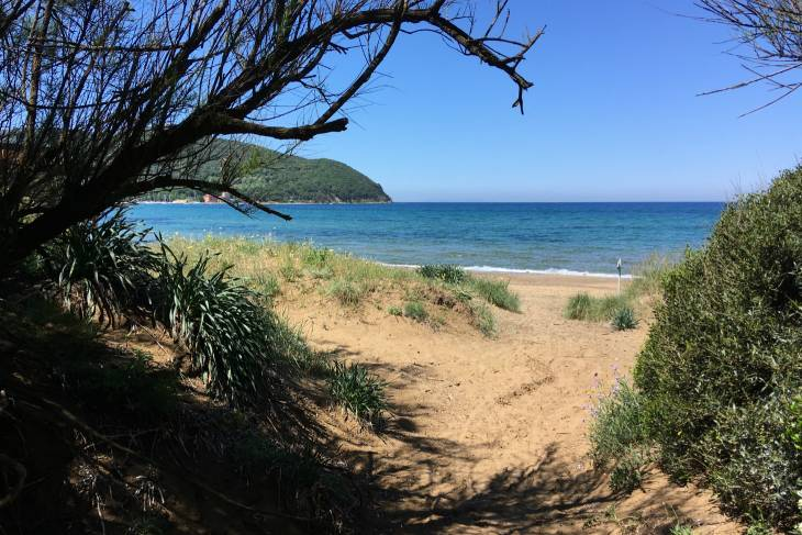 Toscaanse kust, strand bij Baratti.